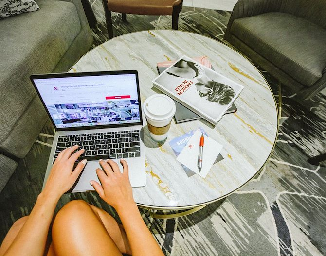 Person on the internet booking stay at Chicago Marriott Downtown Magnificent Mile
