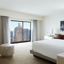 Guest room at Chicago Marriott Downtown Magnificent Mile