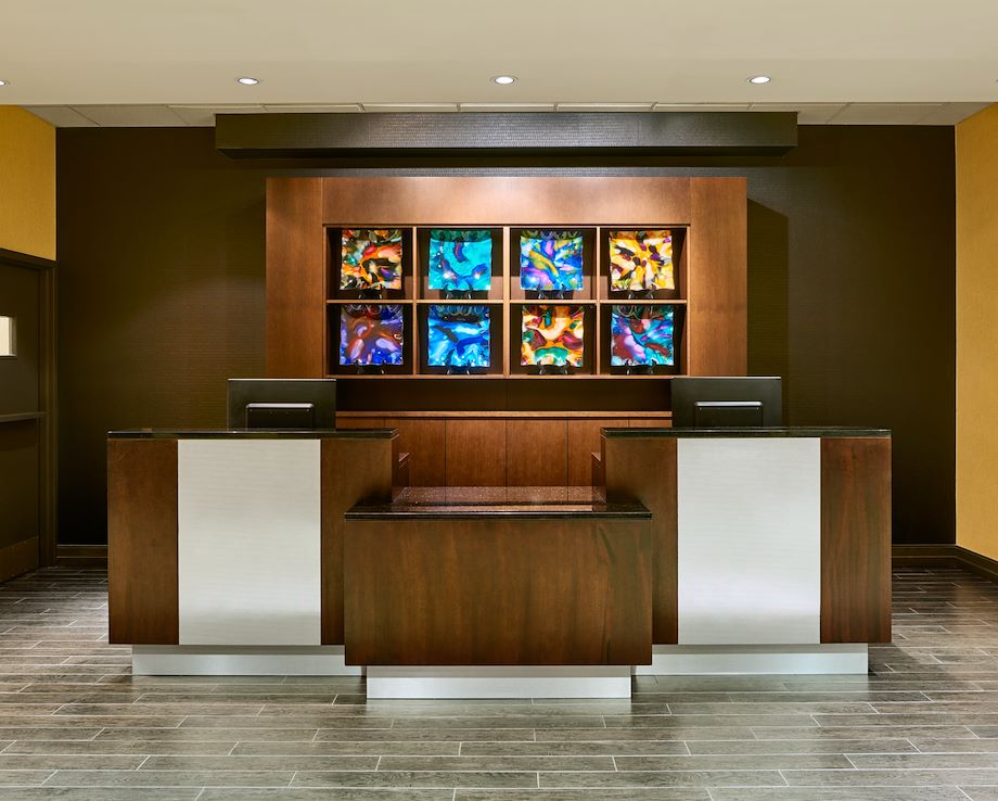 Four Points by Sheraton Milwaukee North Shore Front Desk