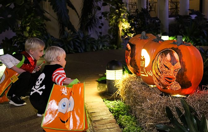 Kids tick or treating in Gaylord Opryland atrium