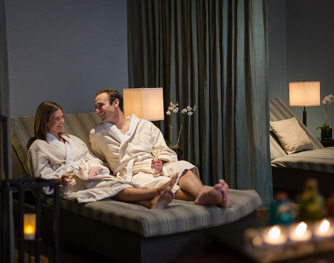 Couple on Spa bed at Relâche Spa at Gaylord Palms