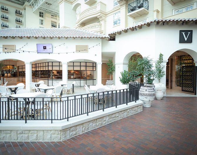 Villa de Flora Exterior with Patio - Gaylord Palms Resort