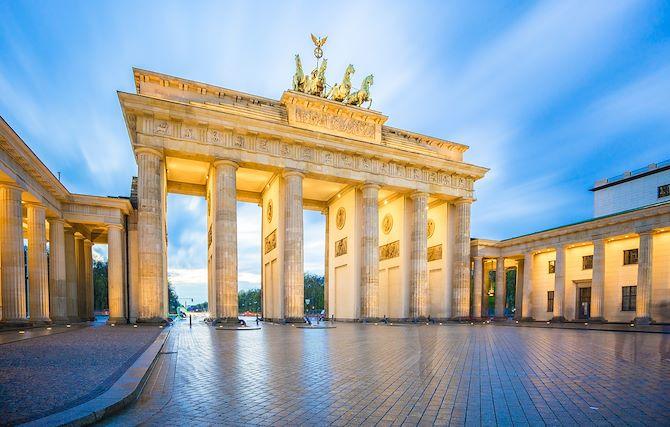 Brandenburg Gate (distance: 1.7 km)