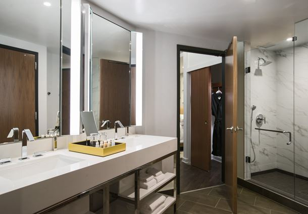 King Suite - Bathroom