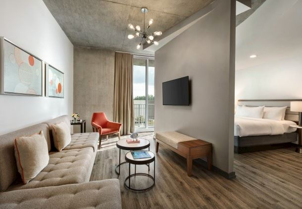 One-Bedroom Suite With Balcony - Living