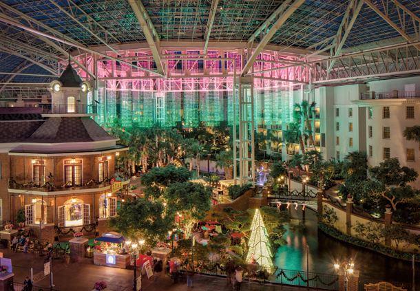 Delta Atrium Christmas Décor