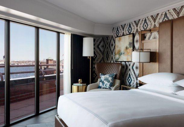 Luxury Waterfront Suite - Bedroom