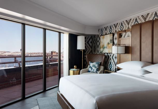 Luxury Waterfront Suite - Bedroom