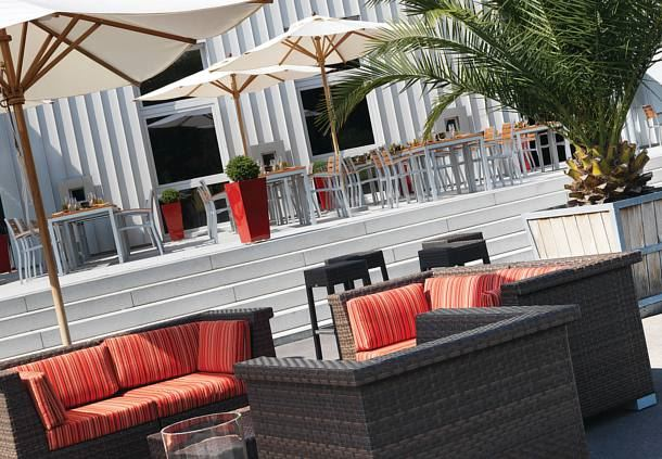 max bar - Outdoor Lounge