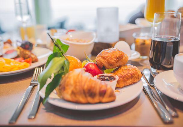 Sunday Brunch - Croissant