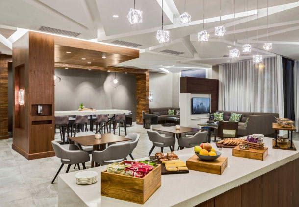 MClub Lounge - Snacks & Food