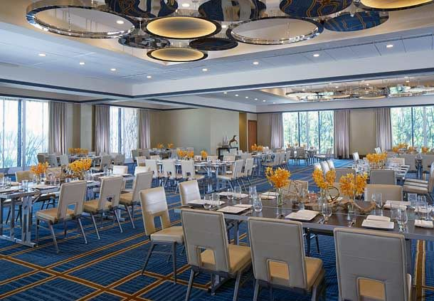 Stemmons Ballroom - Social Setup