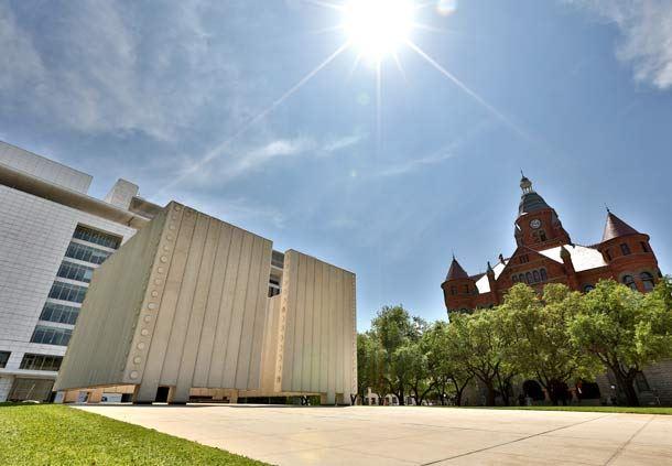 JFK Memorial and 6th Floor Museum