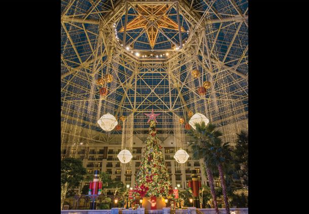 Lone Star Atrium Christmas Tree & Décor