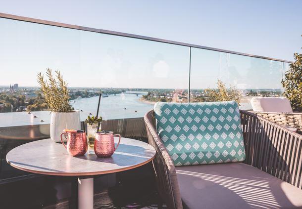 SkyBar Bonn- Blick auf den Rhein