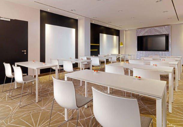 Studio 5 Meetingraum - Parlamentarische Bestuhlung