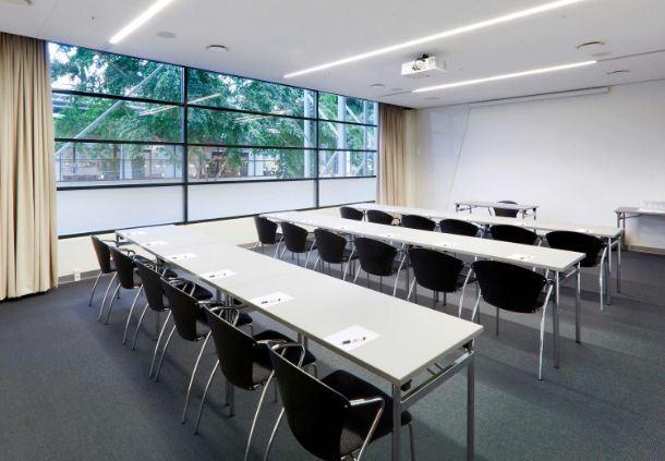Meetingraum 16 - parlamentarische Bestuh