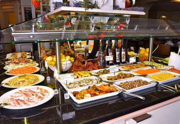 Buffet in Restaurant Concorde