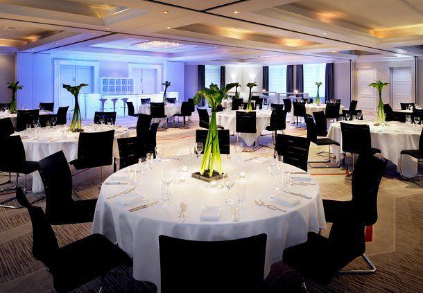 Veranstaltungen und Meetings - Ballsaal Bankettbestuhlung