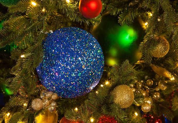 Grand Lodge Christmas Tree & Décor
