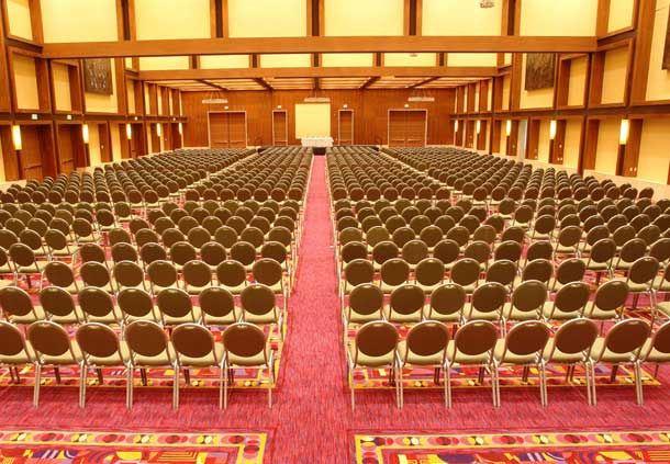 Reunión estilo teatro del salón San Marcos