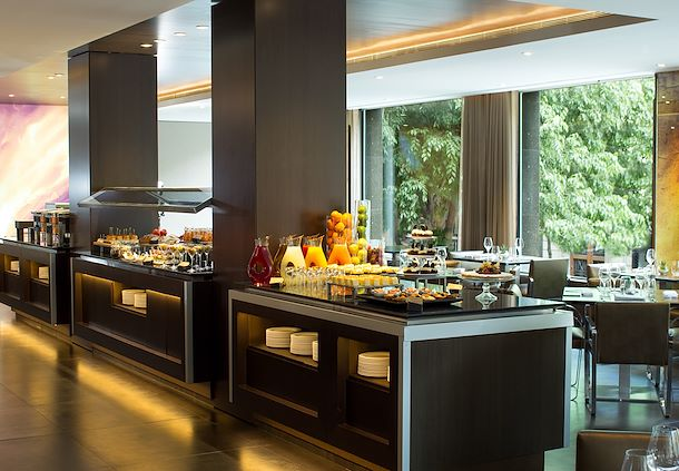 CRU Restaurant - Comida Buffet