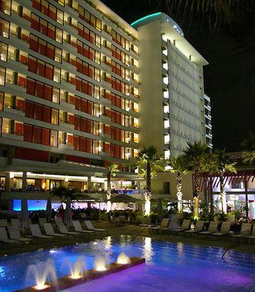Exterior de La Concha Renaissance San Juan Resort