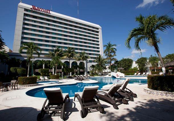 Vista de alberca del hotel en Villahermosa