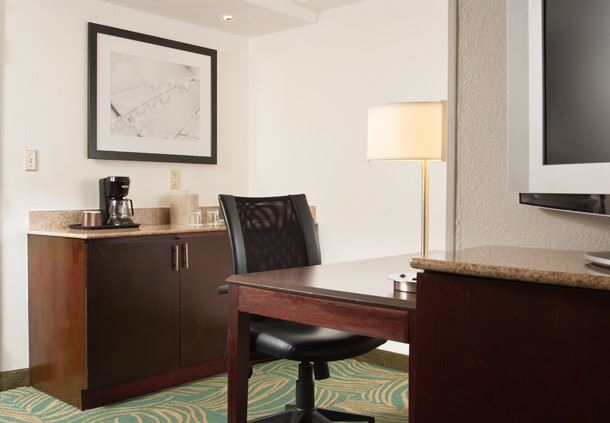 Suite Workdesk and Wet Bar