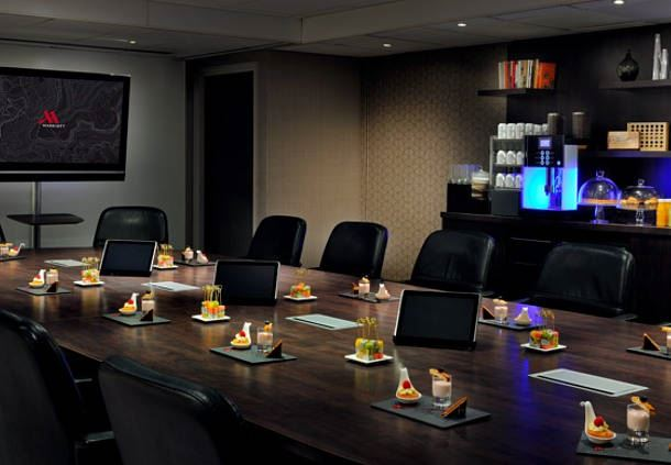 Studio 1 - Mise en place : Boardroom