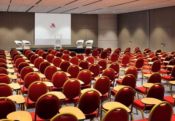 Forum E/F/I/J/G/H - Mise en place : Chaises Tablettes