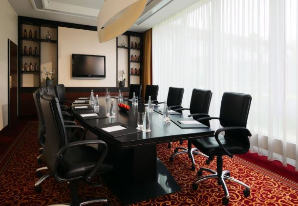 Mark Twain Boardroom