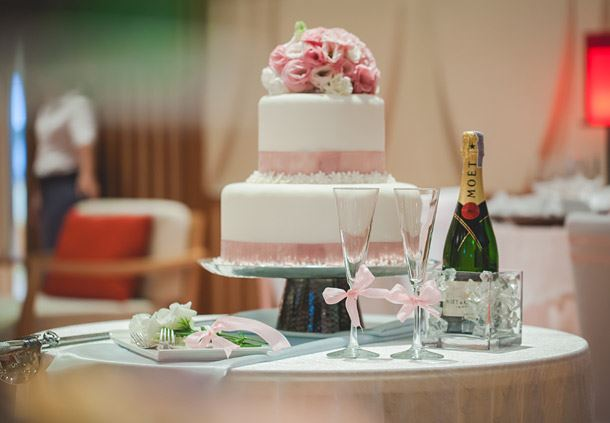 R Wedding Cake