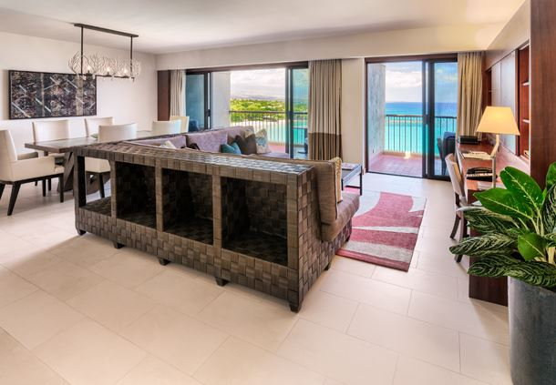 Beachfront Deluxe Suite Sitting Area