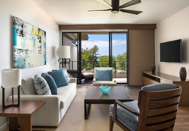 Na Hale Suite Oceanfront Living Room