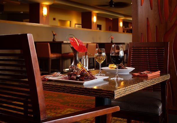 Voyager Lanai Dining & Makai Lounge
