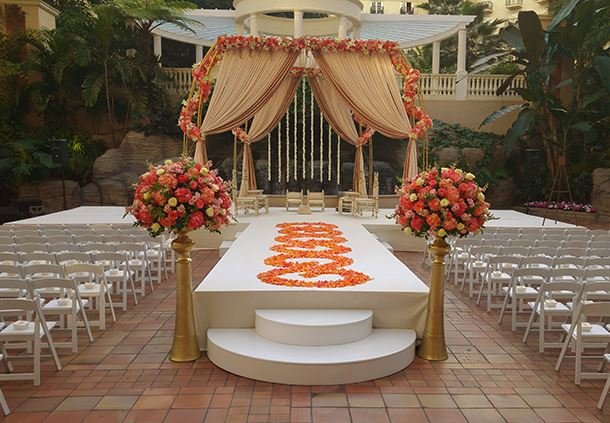Wedding in Emerald Bay Plaza