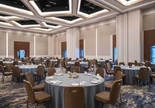 Peninsula Ballroom - Social Setup