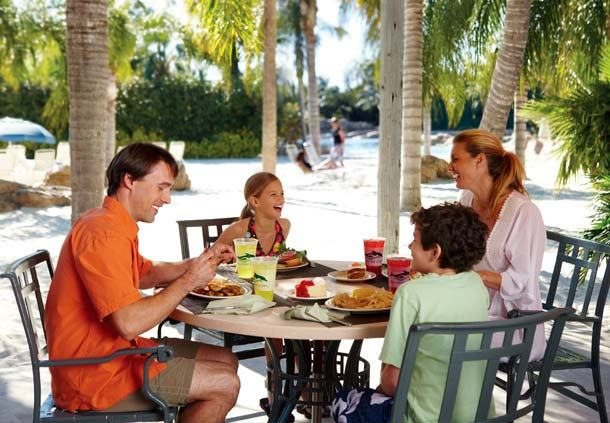 Family dining at Discovery Cove