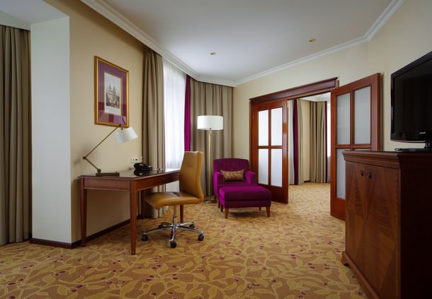 Corner Suite - Living Room