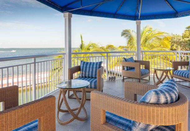 Breezer's Tiki Bar - Outdoor Seating