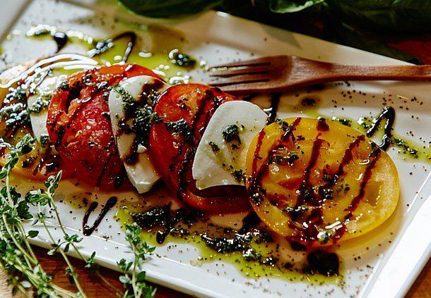 Vista. Kitchen. Bar - Heirloom Salad
