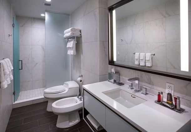 Double/Double Club Premier Bathroom