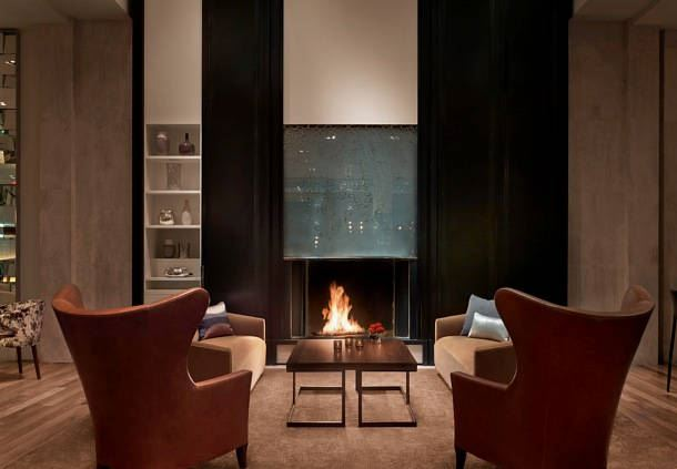 SOUTHGATE Bar & Restaurant - Fireplace