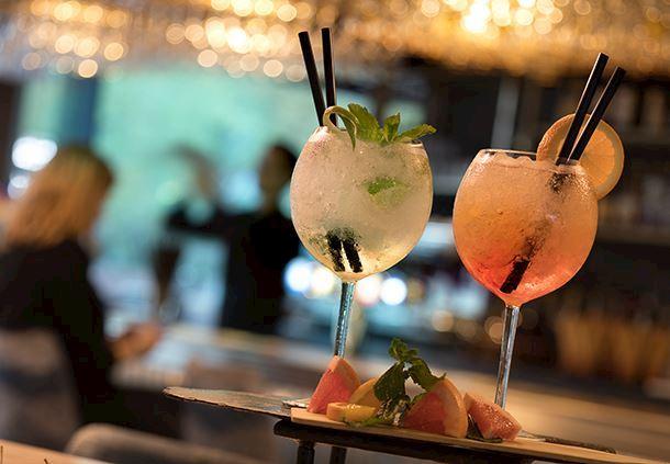 Cocktails, bar