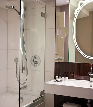 One Bedroom Executive Suite - Bathroom
