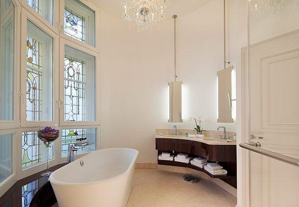 Le Parc Honeymoon Suite - Bathroom