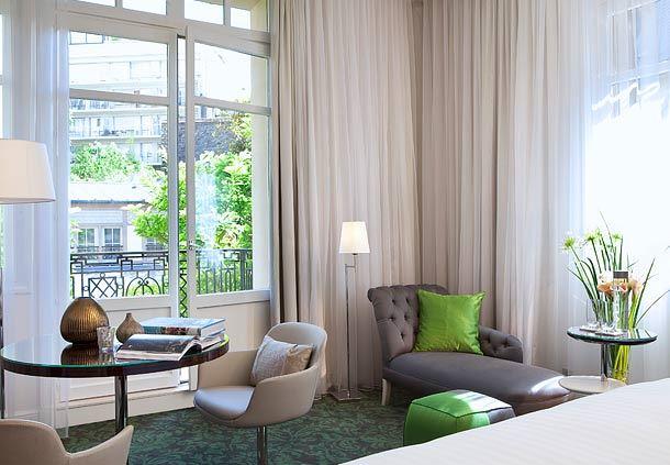 Le Parc Honeymoon Suite - Sitting Area
