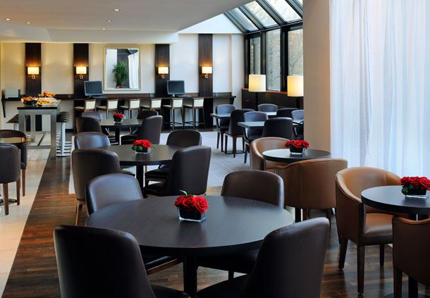 Executive Lounge - Dining Area