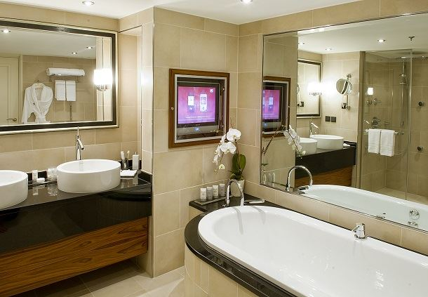 Hemmingway Suite Bathroom
